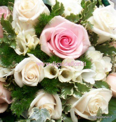 bouquet da sposa con rose e fresie ad aprile