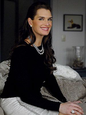 Lipstick Jungle Season One: Looks for Less  Episdoe 105: Dressed to Kill  Wendy returns home from working all night. Her work uniform includes a black sweater from Michael Kors, a silver J.Mendel skirt, and for this scene, she has on her own diamond and platinum ring.