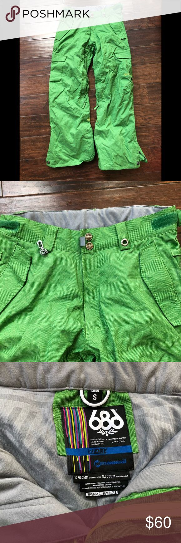 686 snowboard pants men's size small Great condition.  Cargo style men's snowboard pants in green.  No rips or tear.  Worn only a couple of times. 686 Pants