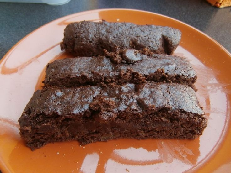 Ingrediënten : - 70 g zelfrijzende bloem (ook mogelijk voor wie glutenvrij moet eten - zie foto !) - 150 g (kokosbloesem)suiker (lukt evengoed met kristalsuiker) - 60 g