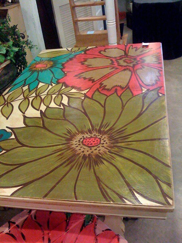 I'm thinking about painting something on the picnic table like this. But not flowers. Just a good theme for the family.