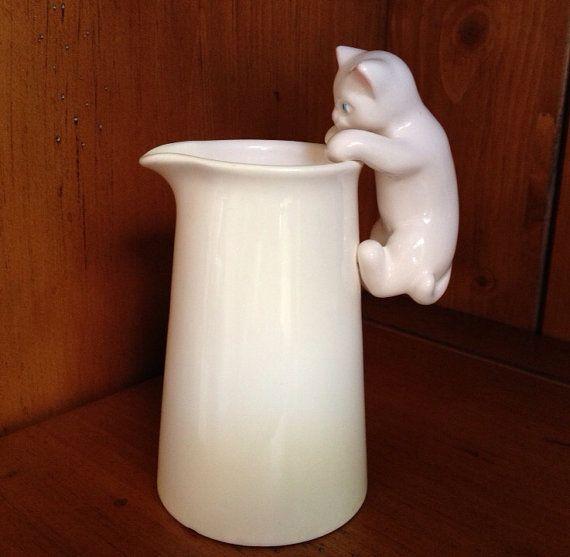 Vintage white kitty cat pitcher/creamer