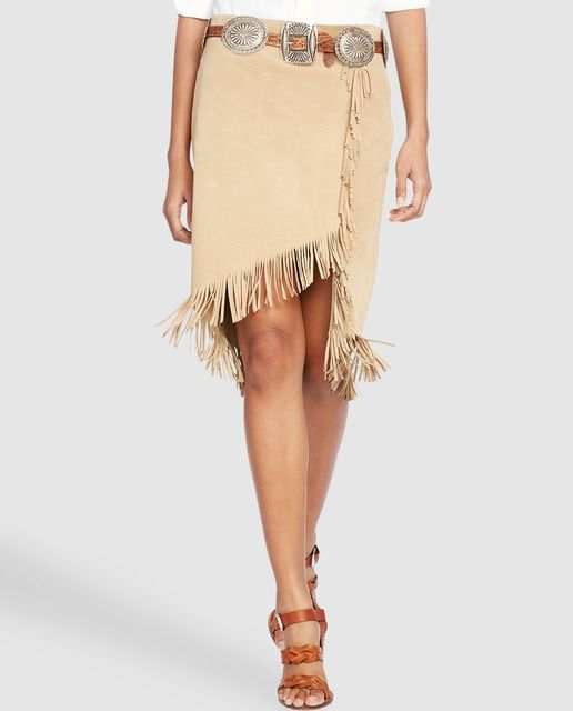 Falda recta estilo folk, con detalle de flecos a tono. Cierre lateral de cremallera.