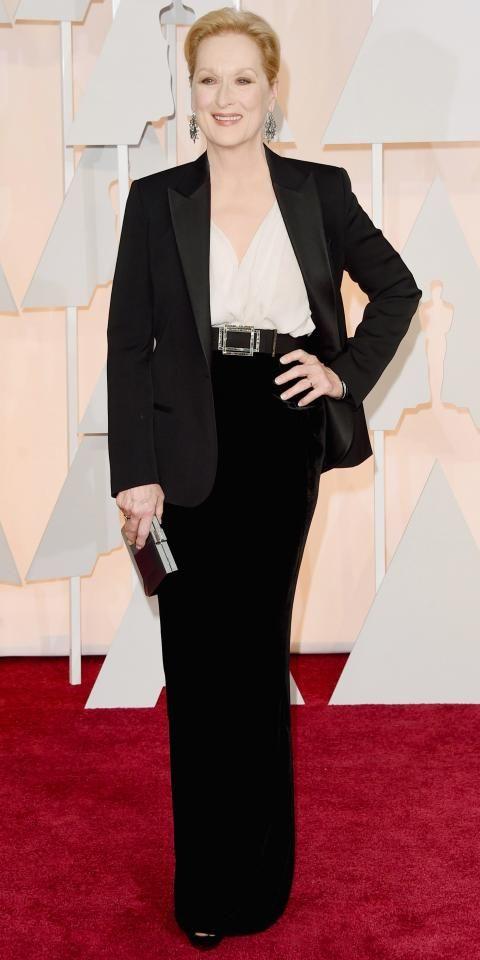 Maryl Streep arrasando de smoking! Smoking Yves Saint Laurent - com jeans, calças coloridas e mangas arregaçadas (para o dia), ou calça preta (visual noturno).