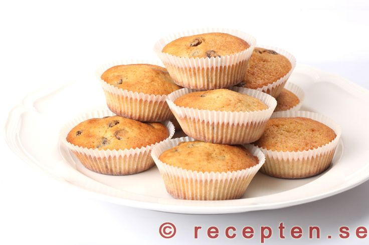 Kardemummamuffins med russin - Gott och enkelt recept på muffins med kardemumma och russin. Både doftar och smakar gott! 20 st. Klara på mindre än 30 min.