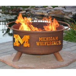 Michigan Wolverines Fire Pit... Ya he will never let me have this ha But a girl can dream haha