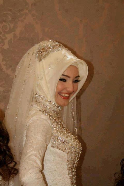 ❤Hijabi bride I love the way that this scarf sits ...I would like to try this for my veil :-)