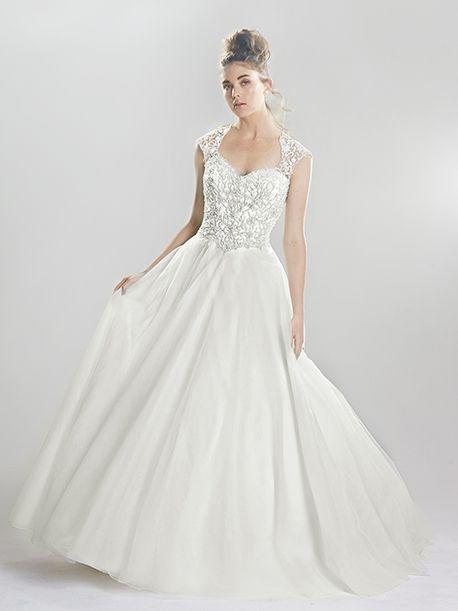 Trouwjurk van het merk Lillian West. De jurk is gemaakt van tule en satijn. De jurk is ivoor met zilveren kanten applicaties. De top sluit nauw aan en heeft een mooie open rug. De rok loopt wijd uit.