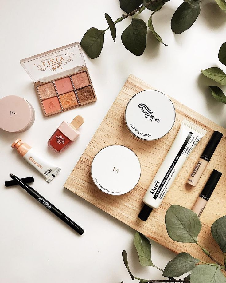 My favorite makeup for a natural look  I dont invest so much in cosmetic to be honest if something works fine for me I repurchase it several times the only thing I like to buy and try is the lip tints and the eye shadows. :) I also want to know your favor