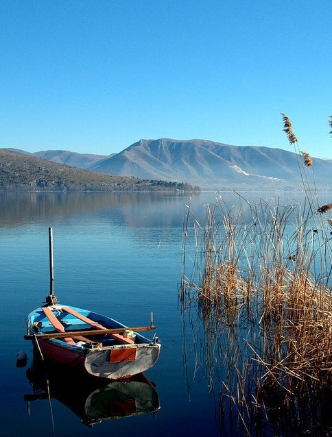 Kastoria Lake, Greece / by Αποστόλης via Flickr