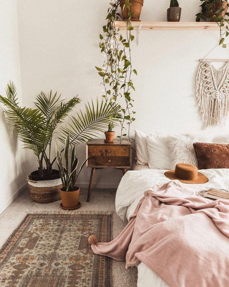 böhmisches schickes Schlafzimmerdekor mit Zimmerpflanzen #houseplantclub #bohemiandecor #boh