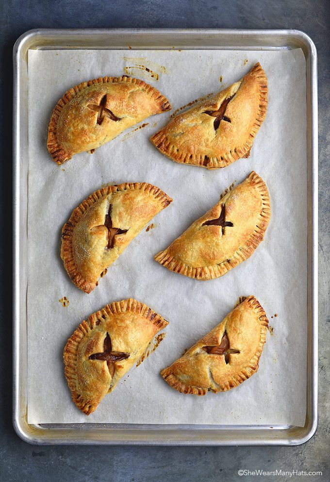 Homemade Baked Apple Hand Pies Recipe | shewearsmanyhats.com