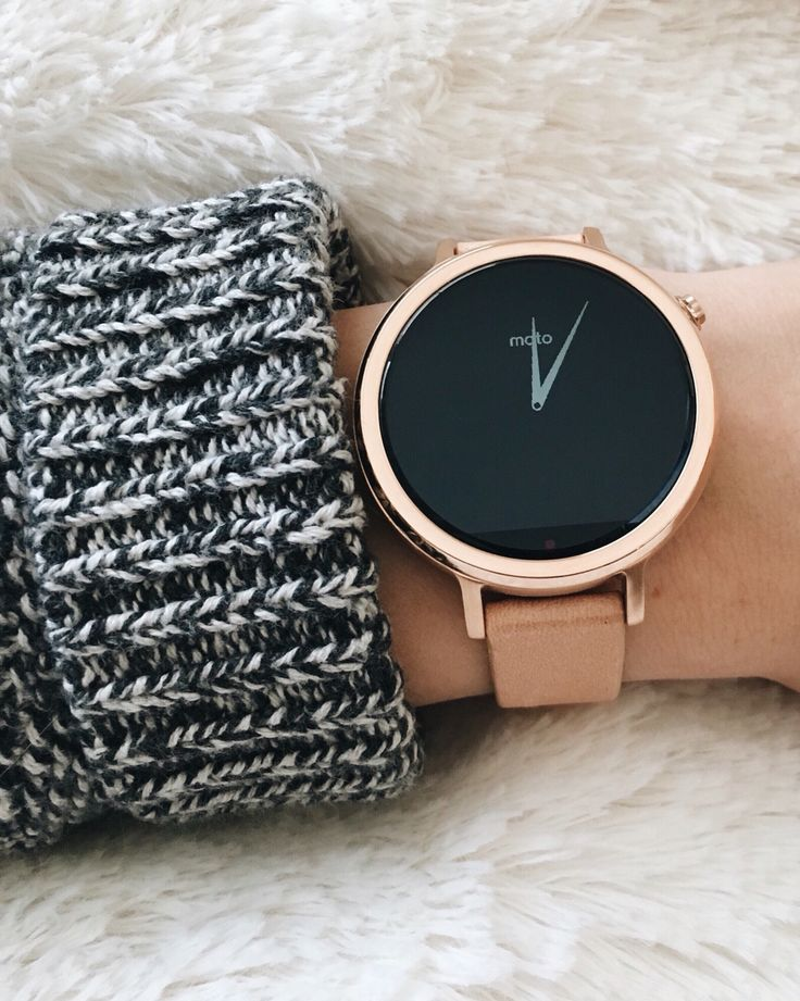 Moto 360 smartwatch in rose gold for women  love this watch, minimal and goes with pastels and monochrome colour palettes