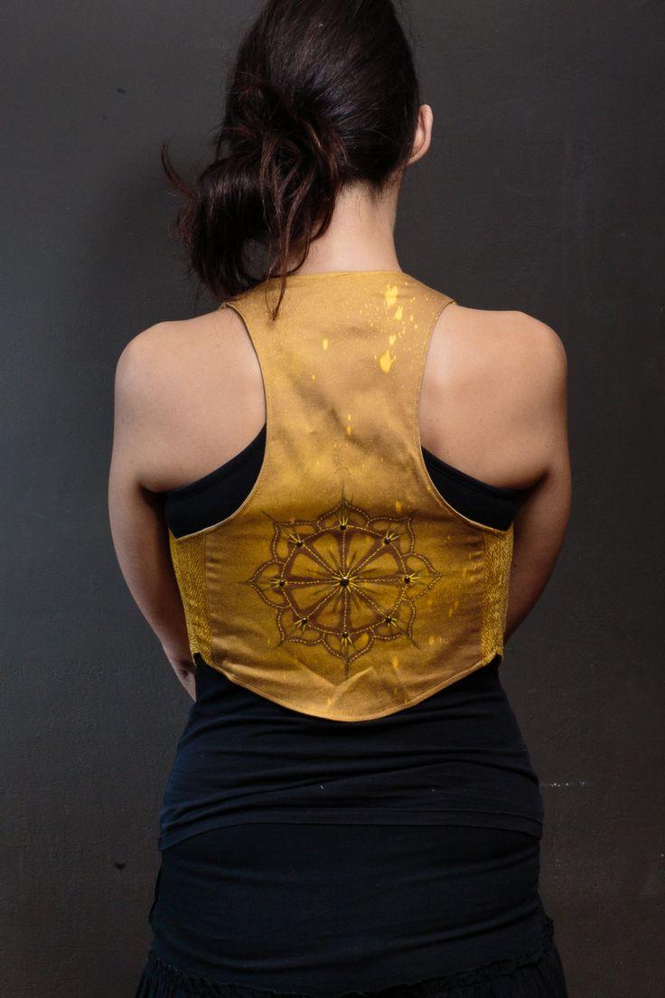 Sol invictus, CHALECO MANDALA, rueda dharma, geometria sagrada, duende, hada, magia, festival trance, gotico, tribal upcycle, pagano, danza de EfimeraClothing en Etsy