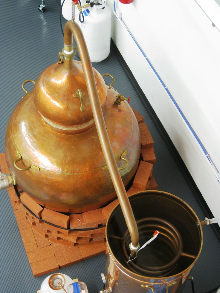Very nice small copper still, definitely some craftsmanship in the construction of this one!