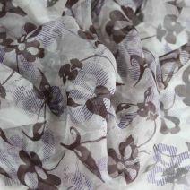 Béžový hedvábný šifon s květinovým vzorem.