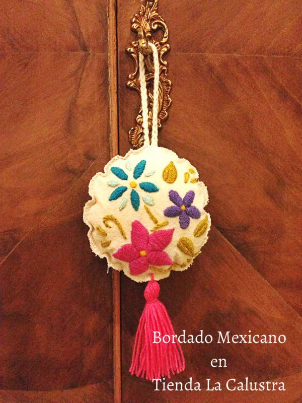 Nueva fecha y Nuevo proyecto para el Seminario de Bordado Mexicano   de la mano de la Profesora Rocío Celeste.     El día viernes 30 de ...