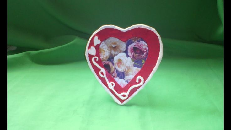 portaretrato corazon  hecho de carton     SAN VALENTIN