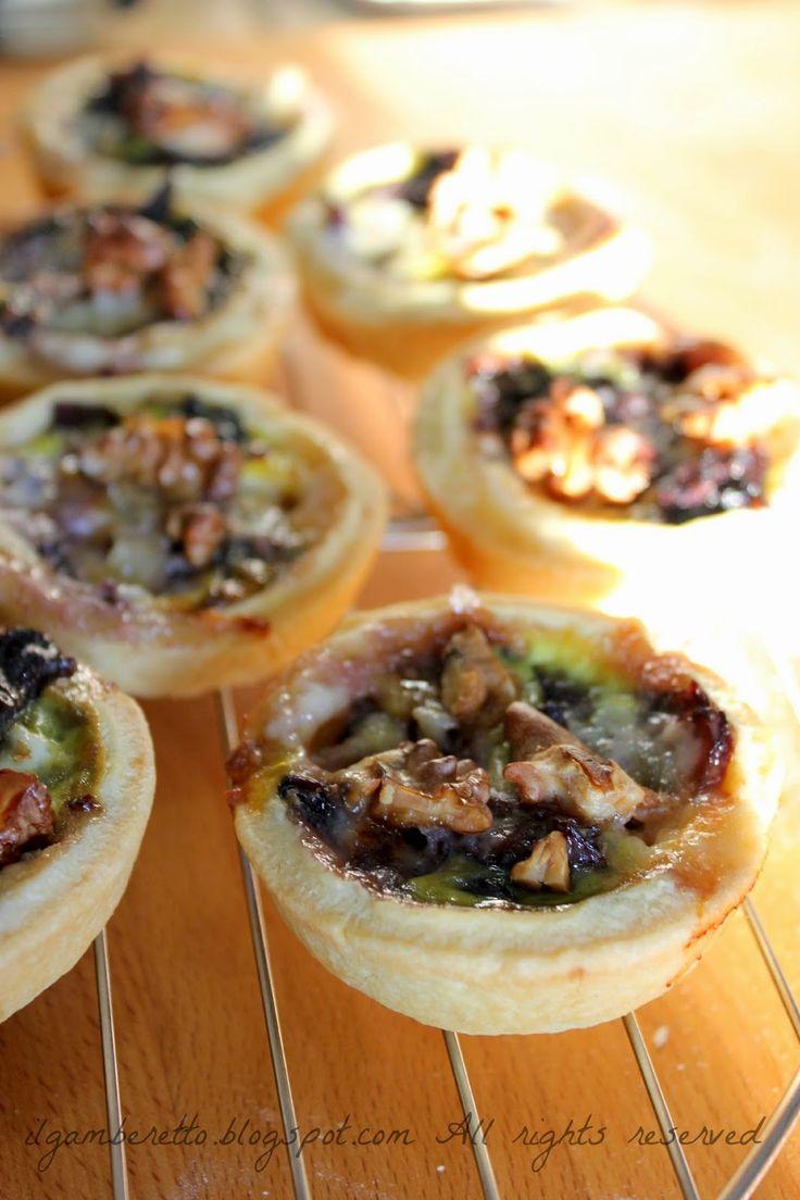 Mini quiche con radicchio gorgonzola noci e verza, patate e brie