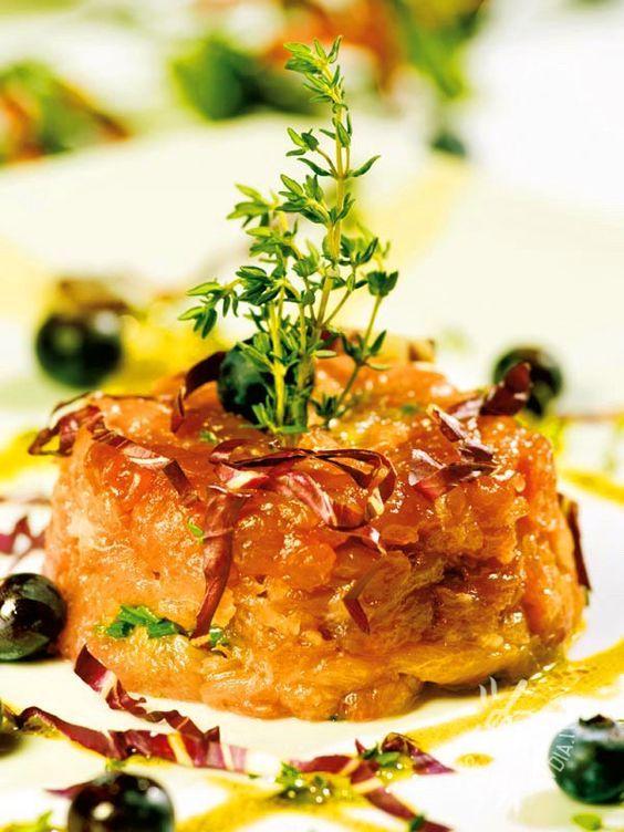 Per la realizzazione della ricetta delle Cupolette di salmone con radicchio e olive, accertatevi della freschezza e della qualità del salmone. #salmoneradicchio