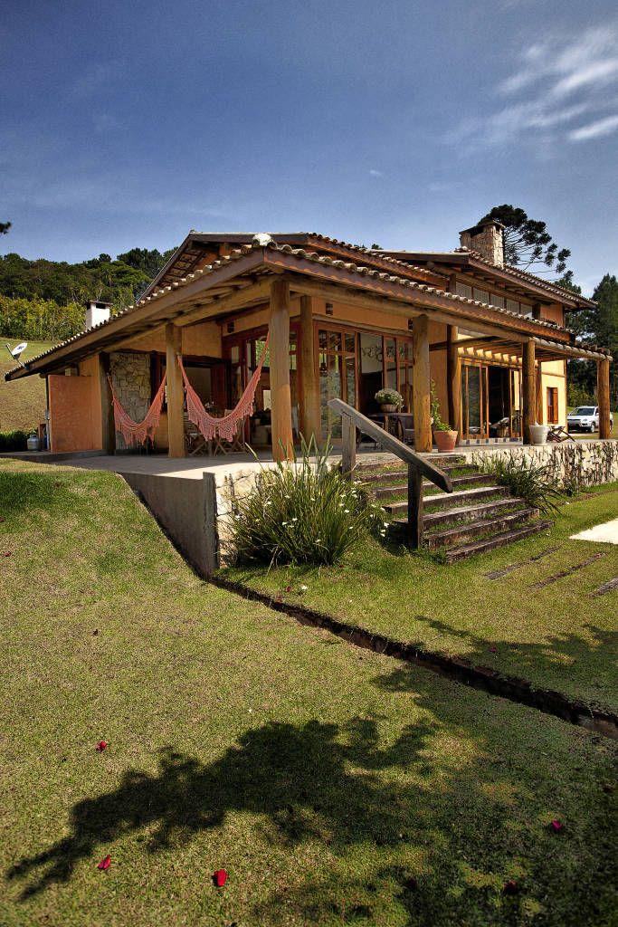 Navegue por fotos de Casas Rústico: São Lourenço da Serra/SP. Veja fotos com as melhores ideias e inspirações para criar uma casa perfeita.