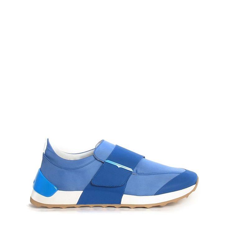 Vivace e colorata, la nuova collezione di scarpe uomo di Alberto Guardiani, è un omaggio alla cultura pop. Si chiama Adriatic Wonder e comprende sneakers