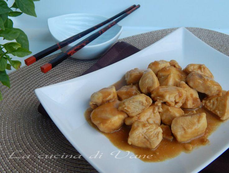 pollo alla salsa di soia,ricetta secondo piatto dai profumi e sapori orientali,ricetta secondo facile da fare,ricetta con il pollo,ricetta con salsa di soia