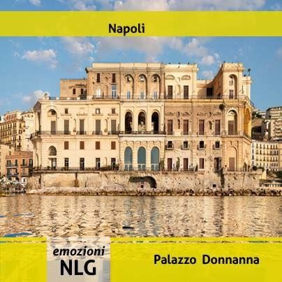 Buongiorno a tutti con la  veduta di uno dei meravigliosi palazzi storici  napoletani.