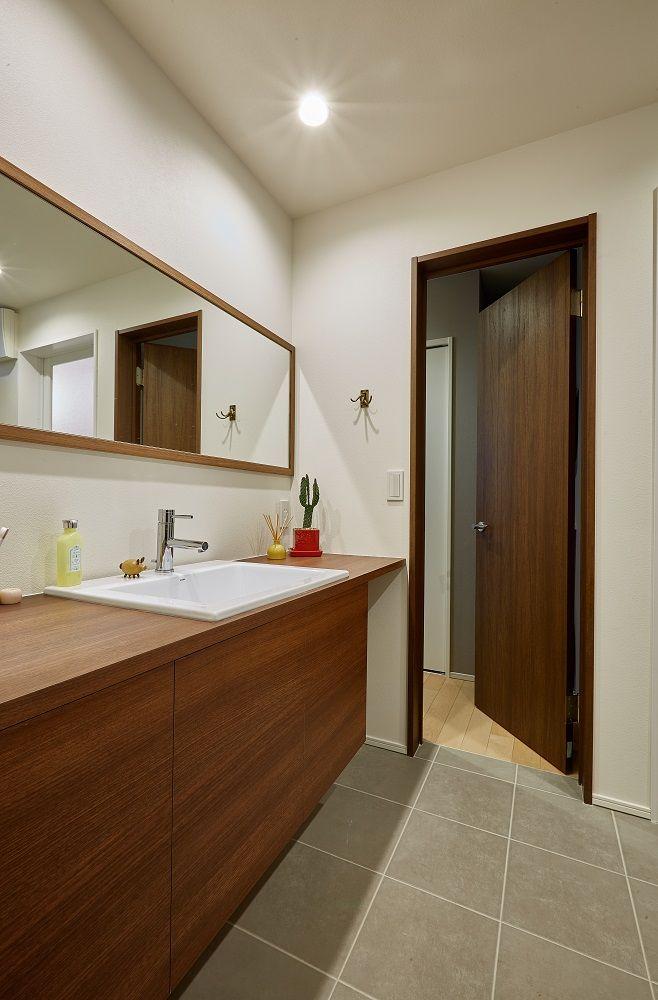 2家族が心地よくつながる 今どき多世帯住宅 造作 洗面台 世帯