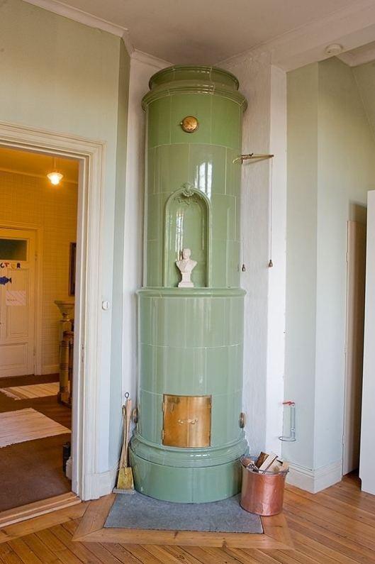 Swedish Kakelunger stove