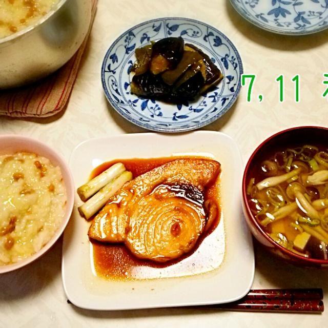他に*納豆の雑、しめじと豆腐のお吸い物 主人が風邪をひいたので、雑炊にしました。 納豆雑炊に鮭フレークにたまご。 が主人の好きな雑炊ですが、今回は塩分が多くなりそうなので納豆のみ。 風邪ひきなのに~ペロリ♪美味しい!!と言って食べてくれました♪(*^^*)  #納豆の日(7月10日) #お吸い物 #夏野菜 - 11件のもぐもぐ - メカジキの照り焼き♪とナスとピーマンの煮浸し♪ by shizukagooo