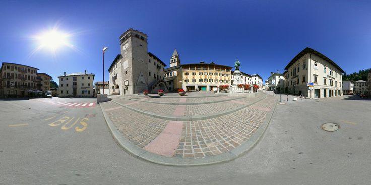 Il Palazzo della Magnifica Comunità ed il monumento dedicato a Tiziano Vecellio, fotografo Renato Bortot, http://www.bellunovirtuale.com