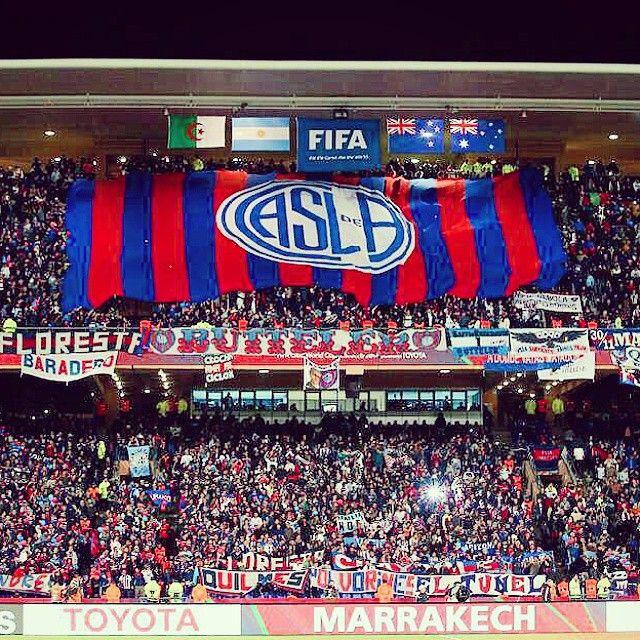 12.000 fans de un continente a otro,único en la historia mundial del futbol.