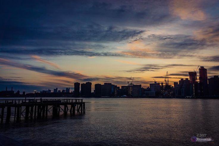 Another sunset under the cool weather... :@wiseconnex Enjoy the view!  #wiseconnex #outdoorspics #nyc #what_i_saw_in_nyc #newyork #newyorkcity #urban #photo #photographer #picoftheday #queens #streetphotography #street_perfection #ic_streetlife #streetstylesgf #streetlife #streetlife_award #beststreets #best_streetview #streetphotoclub #street_photo_club #ig_street #streetphotographers #streetstyle #TNYR #gantry #empire #queens #theworldsborough
