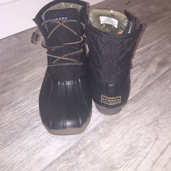 Sperry bean boots, all black, quilted, leather All black, leather shoes laced, quilted, never worn. They are too small Sperry Top-Sider Shoes Winter & Rain Boots