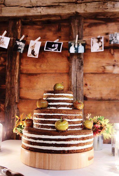Een chocolade naked bruidstaart met groene appels, een echte herfst bruidstaart!