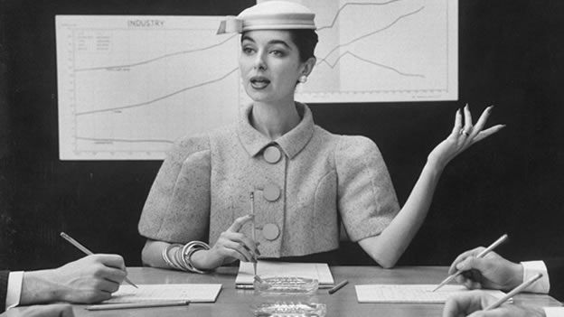 A lo largo de la historia algunas mujeres realmente han sabido vestirse para impresionar. Pero, ¿cómo evolucionó la ropa de trabajo de las mujeres en el último siglo? Navega en esta galería para conocerlo. (Getty Images)