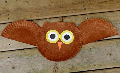 Whooo!  Whooo!  This brown owl is easy to assemble-- it could be used to help teach shapes, too-- circle, half-circle, triangle.  Made from two paper plates plus colored paper.