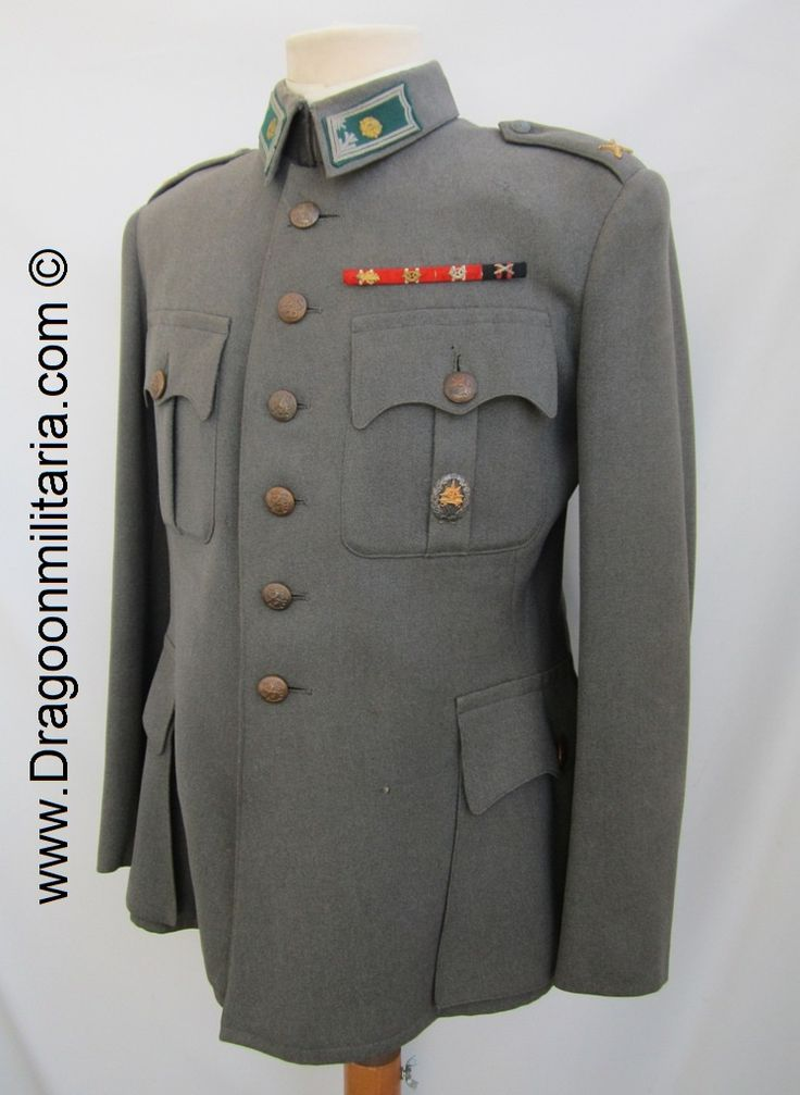 infantry Major´s  tailor made jacket. Made by Stockman in 1942. Infantry emblems and infantry (green/grey) major collartabs. At breast ribbon bars for Freedom crosses 3rd (oak-leaf, swords) and freedom cross 4th classes, Winterwar campaign medal. Cadet course badge.