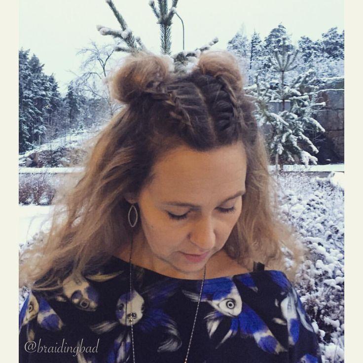 #dutchbraids into #spacebuns ❄️❄️❄️ Hollantilaiset letit nutturoihin -ihana talvi vihdoin täällä 😊 . Kultakalakuvioinen paita ommeltuna…