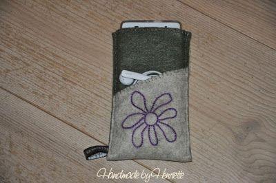 Mobile cover in felt