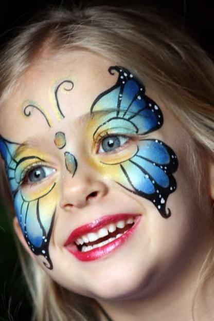 Un joli papillon lors d'une animation maquillage pour l'anniversaire d'un enfant!