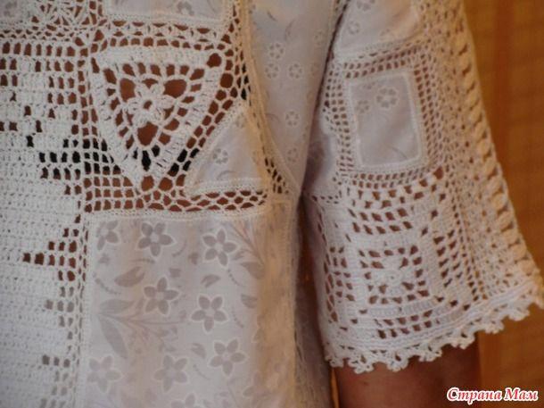 Девочки нашла в интернете Красоту. Её создала рукодельница — золотые руки Наталия Жиленкова из Приморского края. Все блузочки связаны по-разному.  Схем нет.