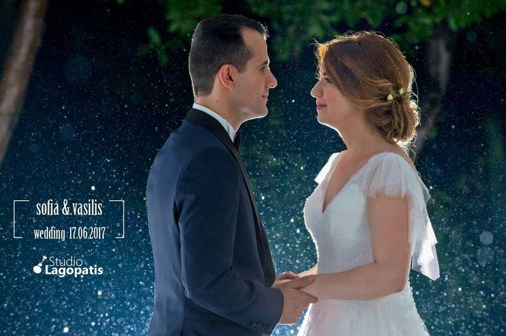 #rainy #raindrops #wedding #weddingphotography #groom #bride #newlyweds www.lagopatis.gr