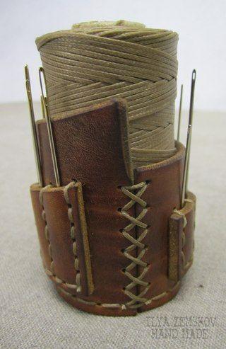 Soporte de cuero para hilo o cordón y agujas. DIY para que se ajuste al tamaño que se necesite.