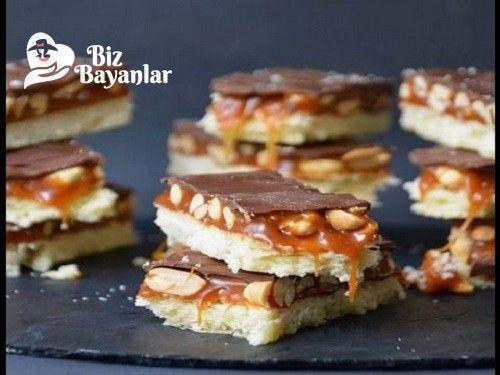 Snickers Kek Tarifi nasıl yapılır? Snickers Kek Tarifi malzemeleri, aşama aşama nasıl hazırlayacağınızın resimli anlatımı ve deneyenlerin yorumlarıyla burada