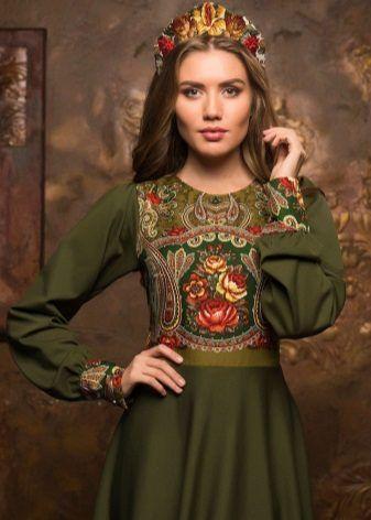 Платье болотного цвета в русском стиле с кокошником