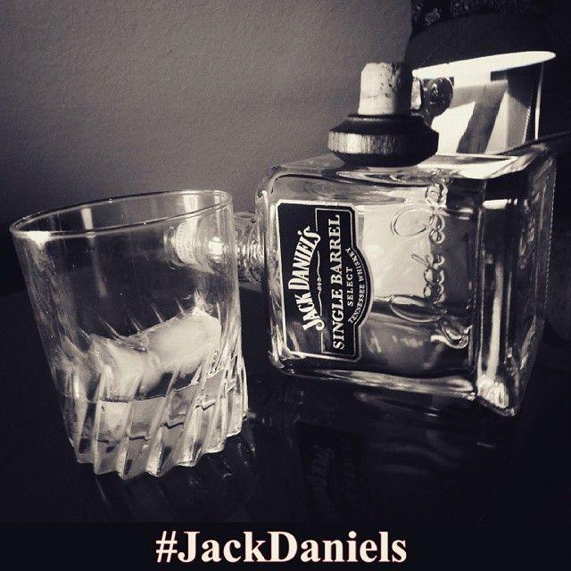 #PortHercule Quant elle arrive personnes ne peu lui échapper,personne peut la corrompre, Elle te t'en la main Cette main glacial que tu ne t'en pressera pas d'agripper, Toute lumière est destiné a s'éteindre. #dope #dopeboy #badboy #blackwhite#like4like #follow #recent4recent #r4r #photooftheday #love#jackdaniels #whisky #oldno7 #amazing #alcool #singlebarel#icejack by kme_officiel from #Montecarlo #Monaco