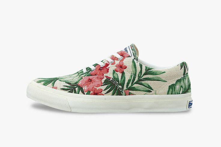 You know I love that Hawaiian floral print. Especially when matched with a pair of clean cut vans.