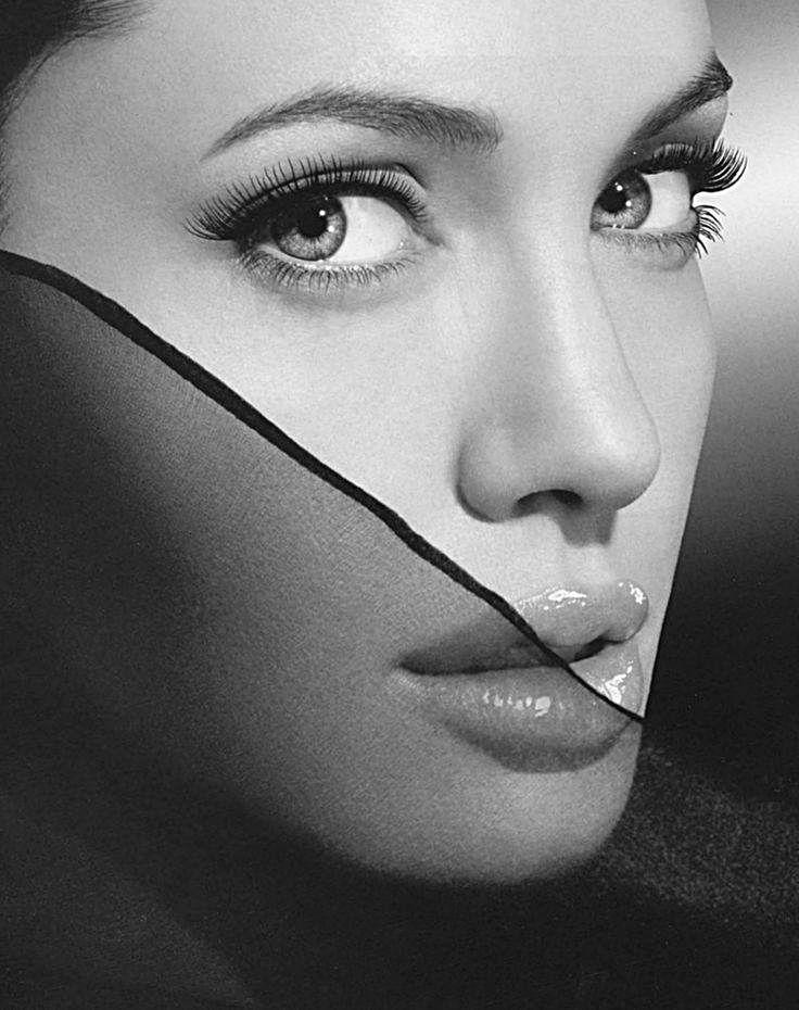 Angelina Jolie. °                                                                                                                                                                                 Más
